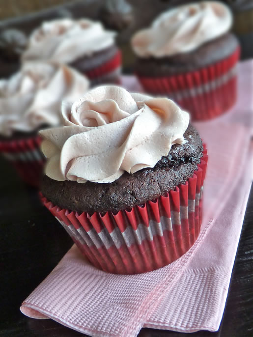 the daily cupid – vintage rose cupcakes