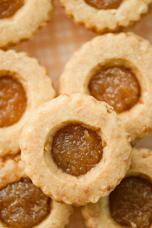 i wish … coco-mac cookies w pineapple caramel