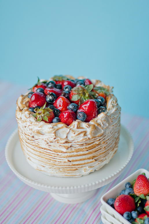 the easter basket – berry almond crunch cake