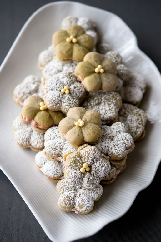 Hungry Rabbit – Matcha Almond Cookies w Raspberry Filling