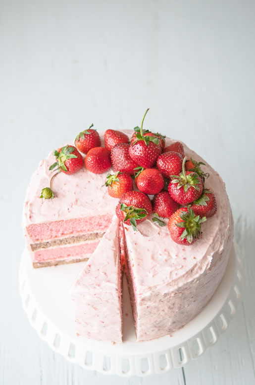 boys to the yard – strawberry banana 'milkshake' cake