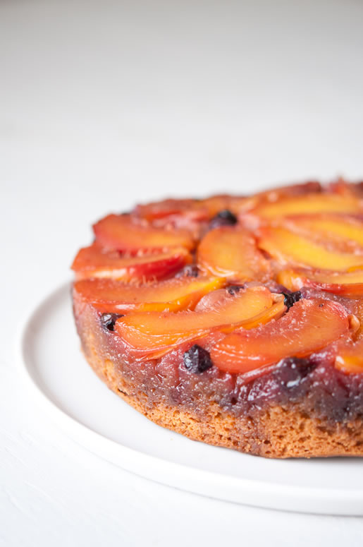easy pretty – nectarine-blueberry upside down cake
