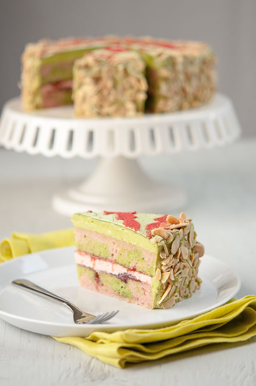 mother yucker – matcha strawberry cake