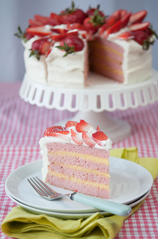 Strawberry Lemon Cream Cake | Hungry Rabbit