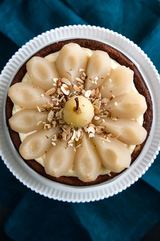 sweet & short – white chocolate cake w vanilla poached pears
